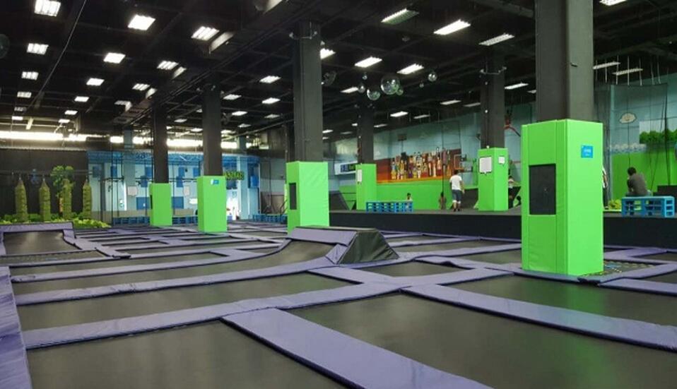 周末就要蹦起来,酷跳蹦床主题公园图片
